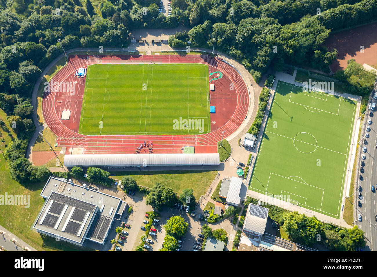 Competitions and organizer announcement on the red track in Jahnstadion Bottrop, Bundesjugendspiele, Bottrop, Ruhr area, North Rhine-Westphalia, Germany - Stock Image