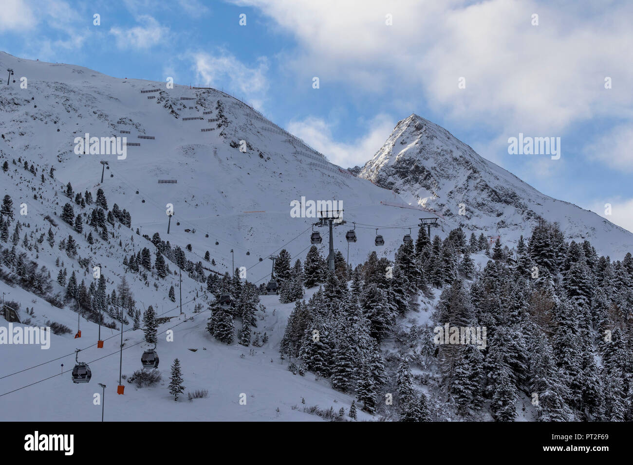Europe, Austria, Tyrol, Ötztal, Obergurgl, view of the Obergurgl ski area and the mighty Hangerer in the background - Stock Image