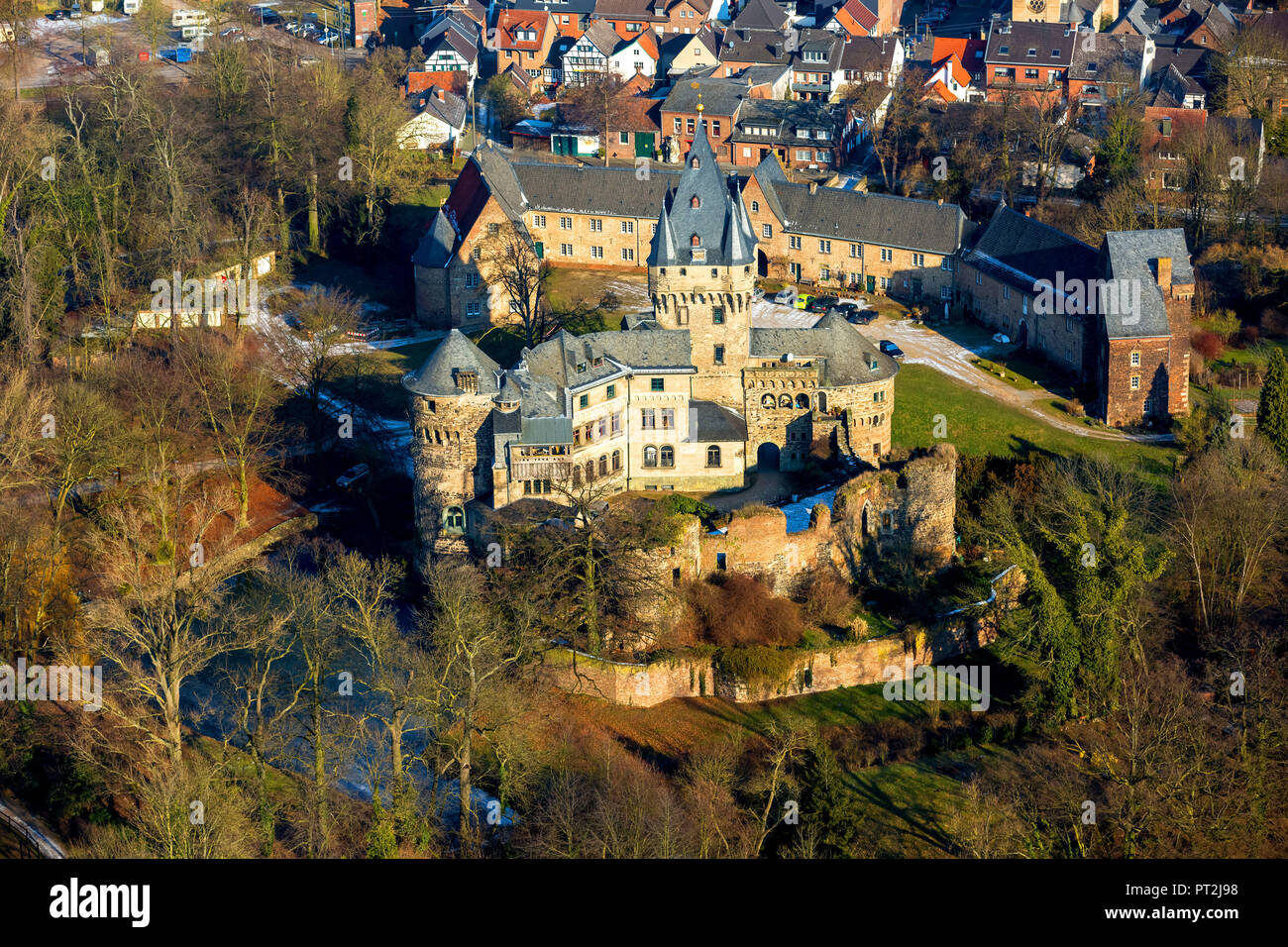 Hülchrath Castle is a former country castle from the Electorate of Cologne in Grevenbroich district Hülchrath, moated castle, neo-Gothic style, Grevenbroich, Rhineland, North Rhine-Westphalia, Germany - Stock Image