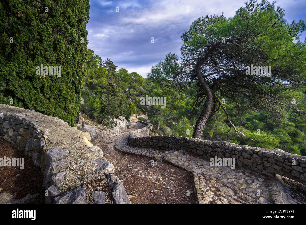 Hiking trail to Chapelle Notre Dame des Auzils near Gruissan surrounded by cenotaphs - Stock Image