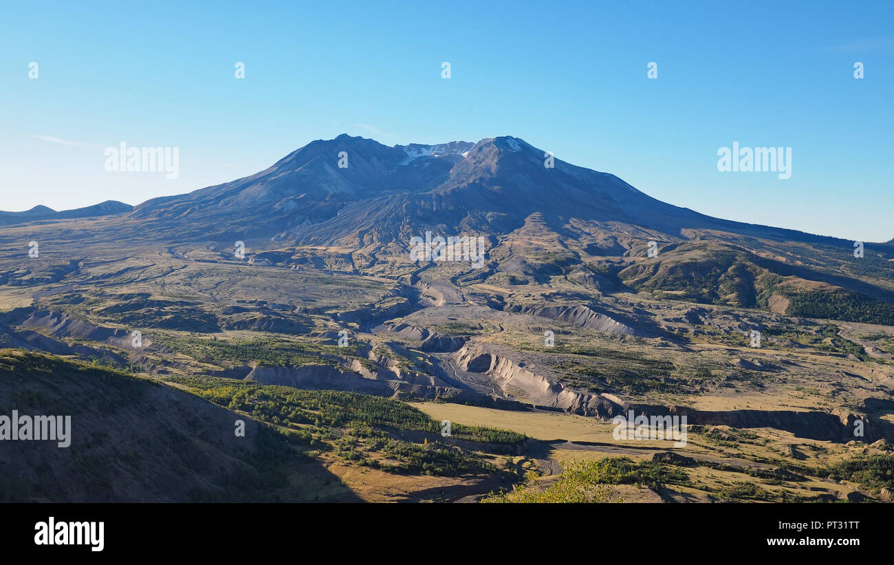 Mount Saint Helens, Washington, as seen from the Johnston Ridge Observatory's Boundary Trail on a clear, cloudless morning. - Stock Image