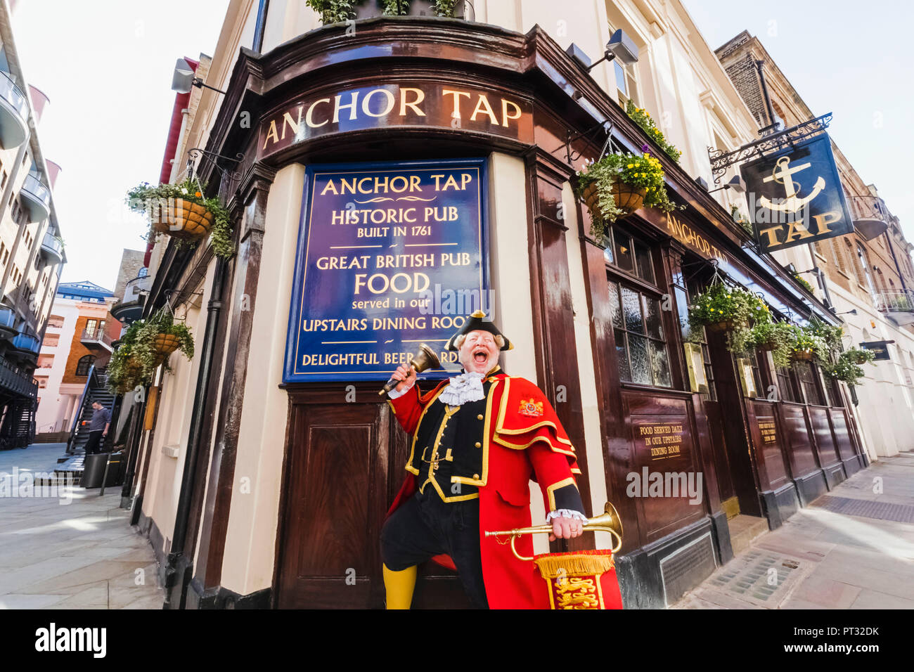 England, London, Southwark, Anchor Tap Pub and Town Crier - Stock Image