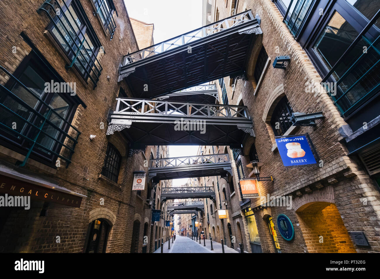 England, London, Southwark, Shad Thames, Converted Warehouses - Stock Image