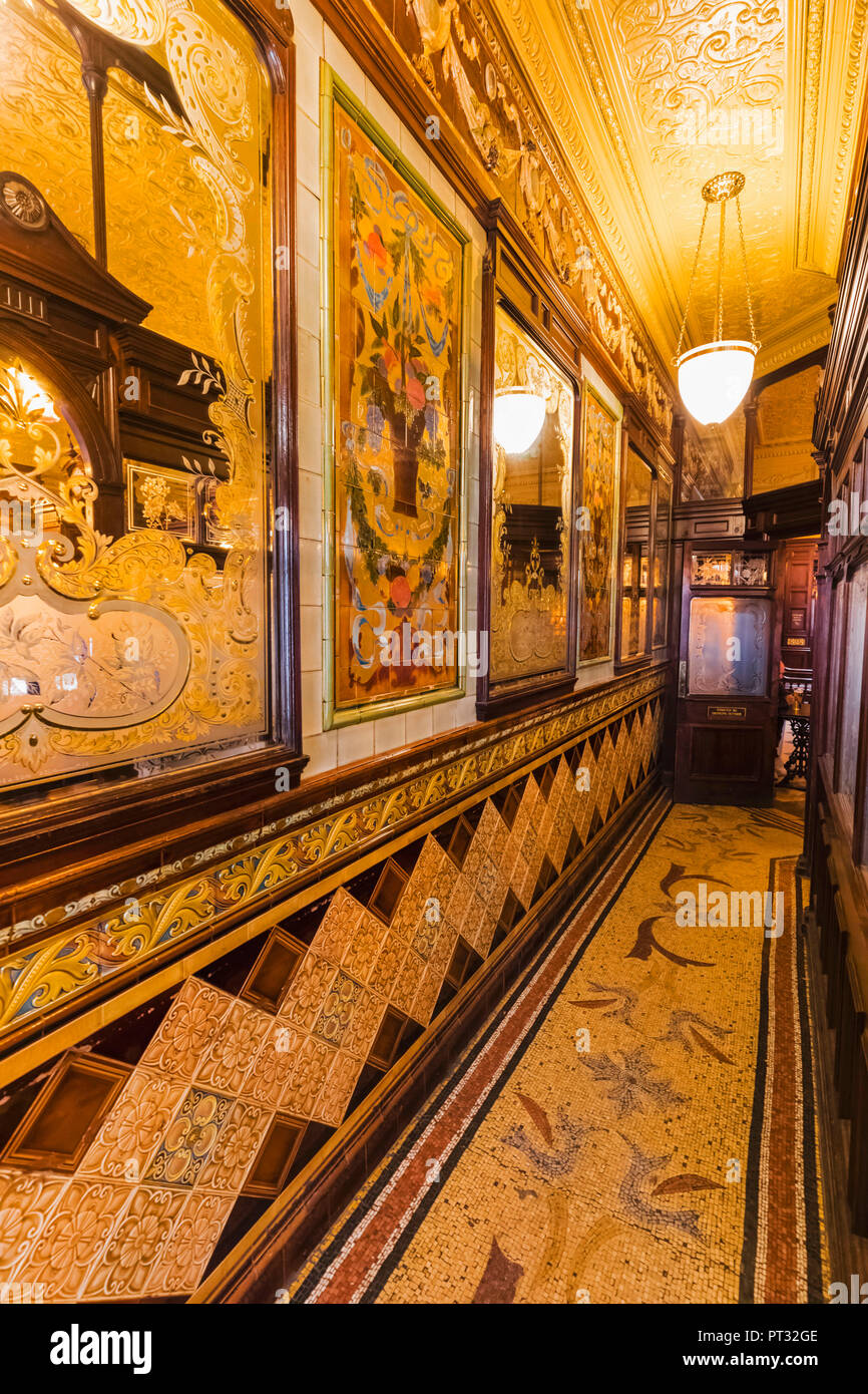 England, London, Holborn, Princess Louise Pub - Stock Image