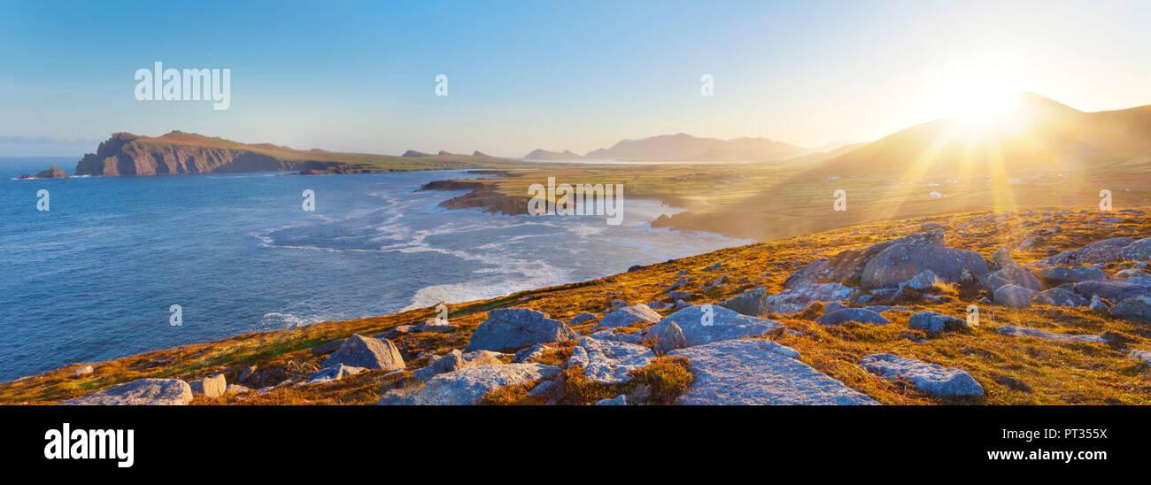 irish coastline on a clear early morning, location: dingle peninsula in co, kerry, western ireland, Waymont near Graigue, 52, 151437, -10, 475927 - Stock Image
