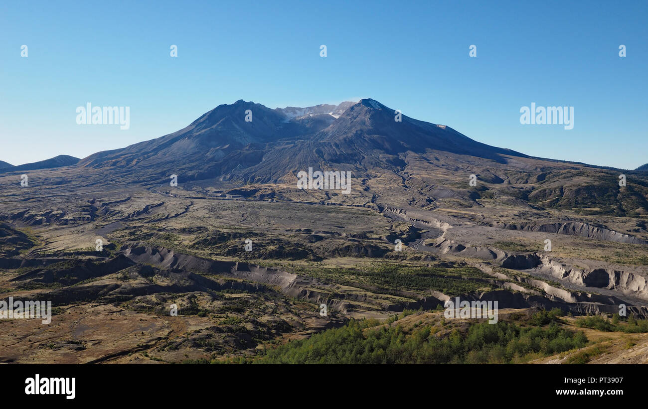 Mount Saint Helens, Washington, as seen from the Johnston Ridge Observatory Boundary Trail early on a clear, cloudless day. - Stock Image