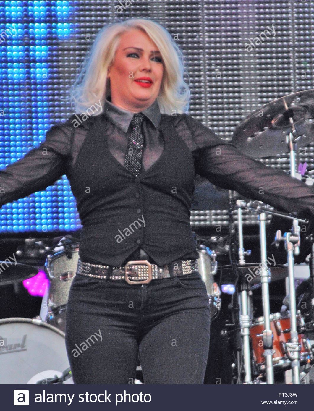 kim wilde at rewind north at capesthorne hall, siddington, cheshire on  saturday 08 August