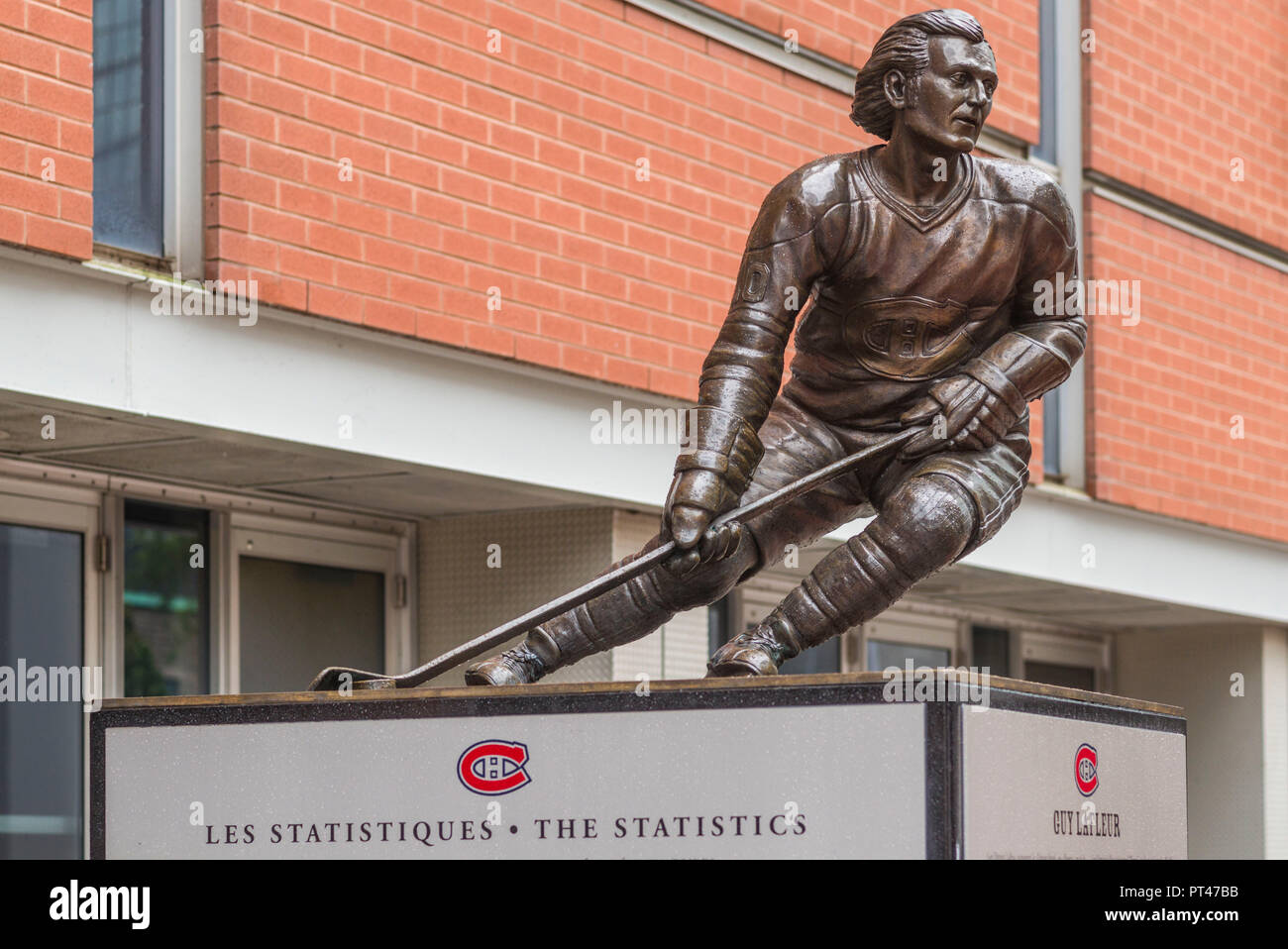 Canada, Quebec, Montreal, Bell Centre, arena of the Montreal Canadiens Hockey Team, statue of hockey legend Guy LaFleur - Stock Image