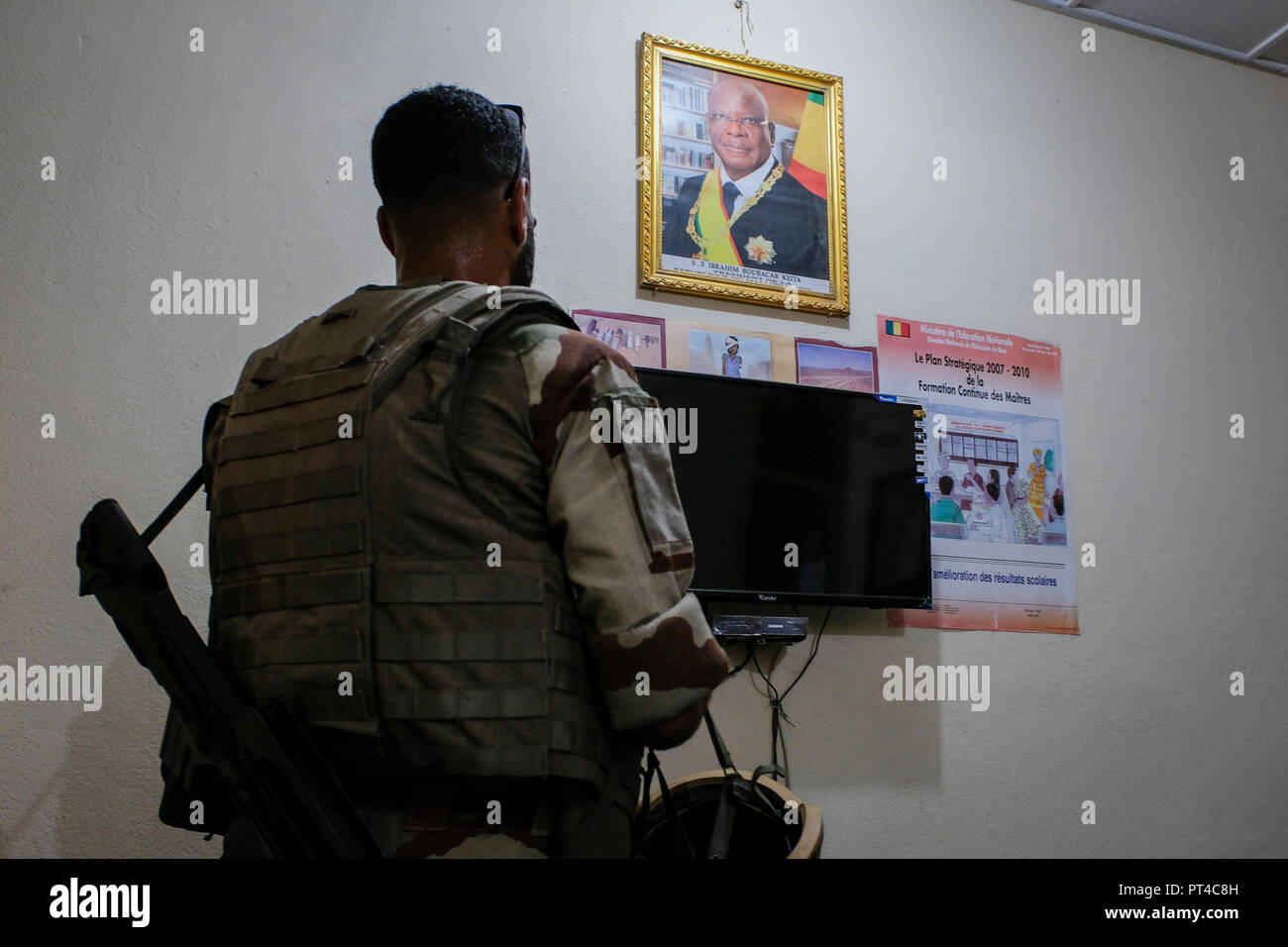 Gao's French base in Mali is the largest of the Barkhane external operation. It is from this base that the operations are launched against terrorist armed groups.. Gao - Mali - august 2018. La base française de Gao au Mali est la plus importante de l'opération extérieure Barkhane. C'est depuis cette emprise que les opérations sont lancées contre les groupes armés terroristes.. Gao - Mali - août 2018. Stock Photo