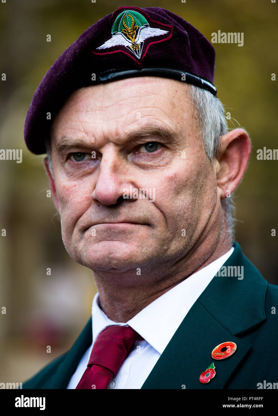 South African war veteran wearing his red beret at the Remembrance Day Parade, London - Stock Image