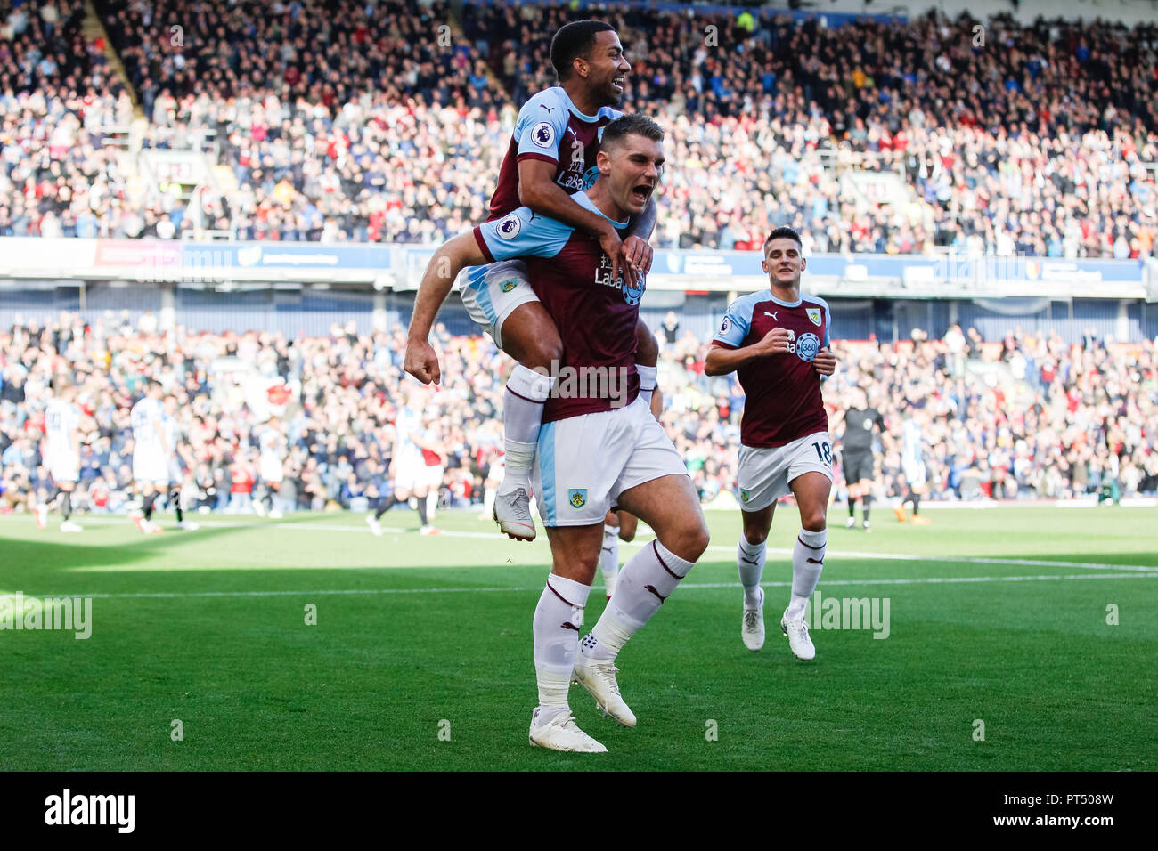 64f5bc8af64 Sam Vokes of Burnley celebrates with Aaron Lennon of Burnley after ...