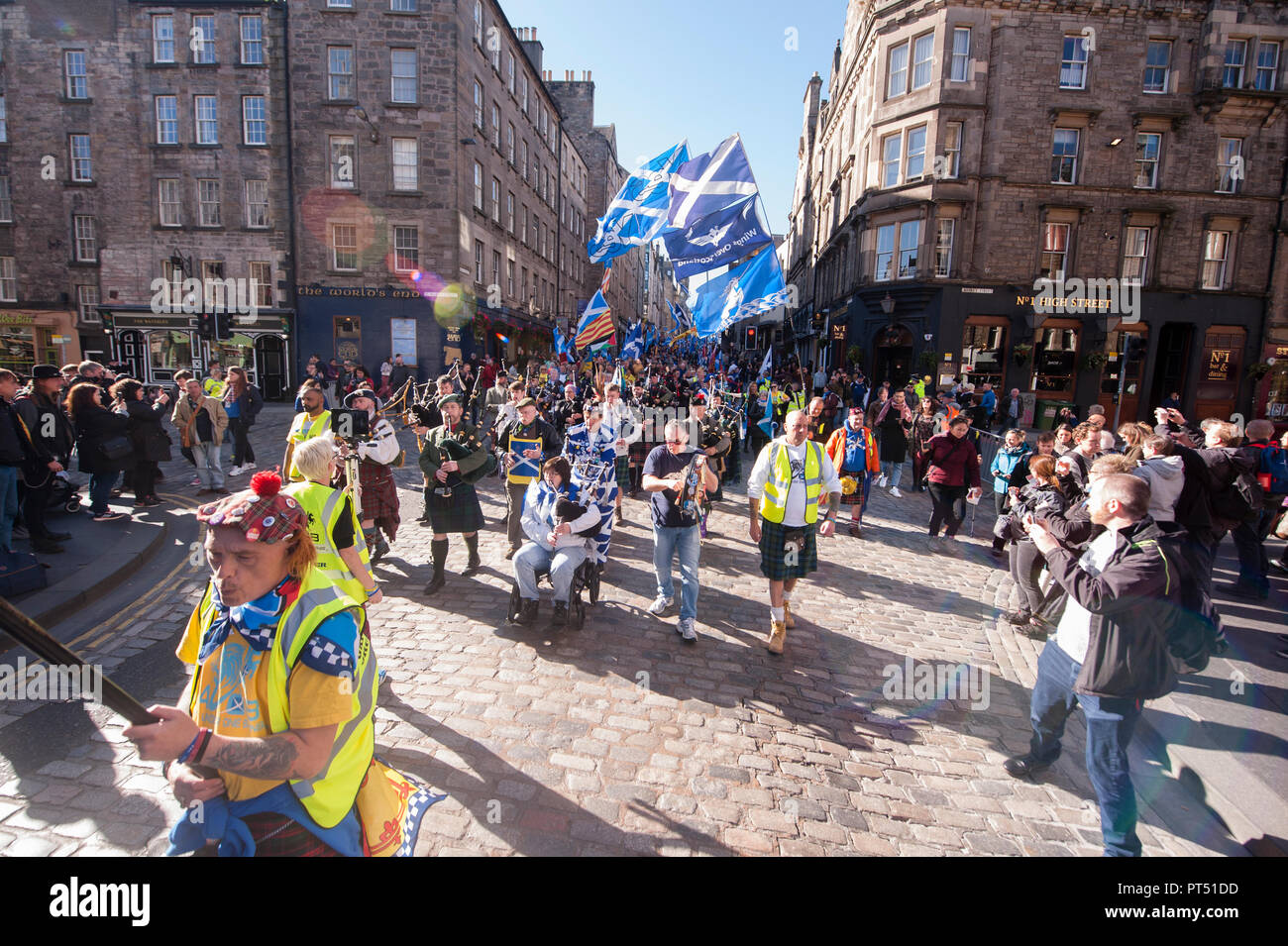 Edinburgh, UK. 6th Oct 2018. Thousands march in Edinburgh for the independence of Scotland. Thousands of Scottish independence supporters marched through Edinburgh as part of the All Under One Banner protest. All under one banner has estimated attendance in 100,000 independence supporters. Credit: Pep Masip/Alamy Live News - Stock Image