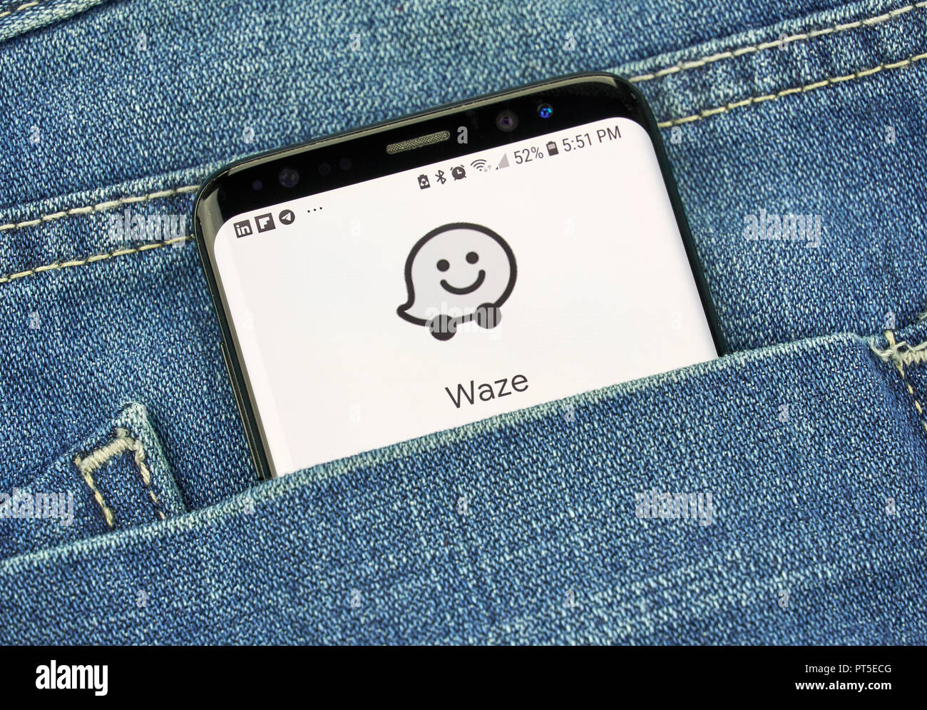 Waze Logo Stock Photos Waze Logo Stock Images Alamy