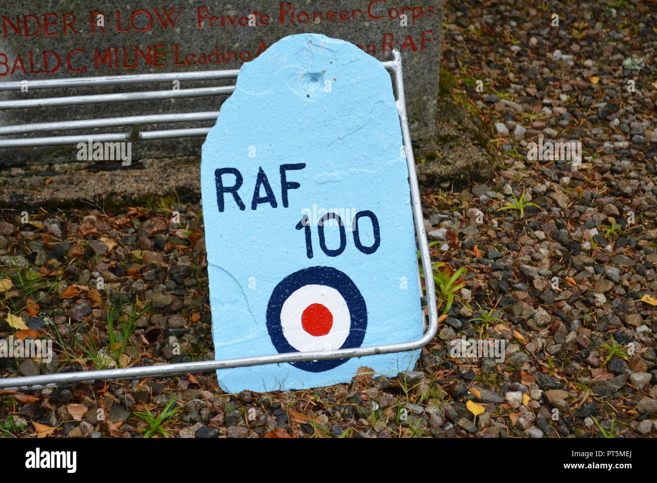 Painted piece of slate commemorating RAF Royal Air Force 100 years centenary on pebbled surface at base of the Balmoral War Memorial Scotland UK - Stock Image