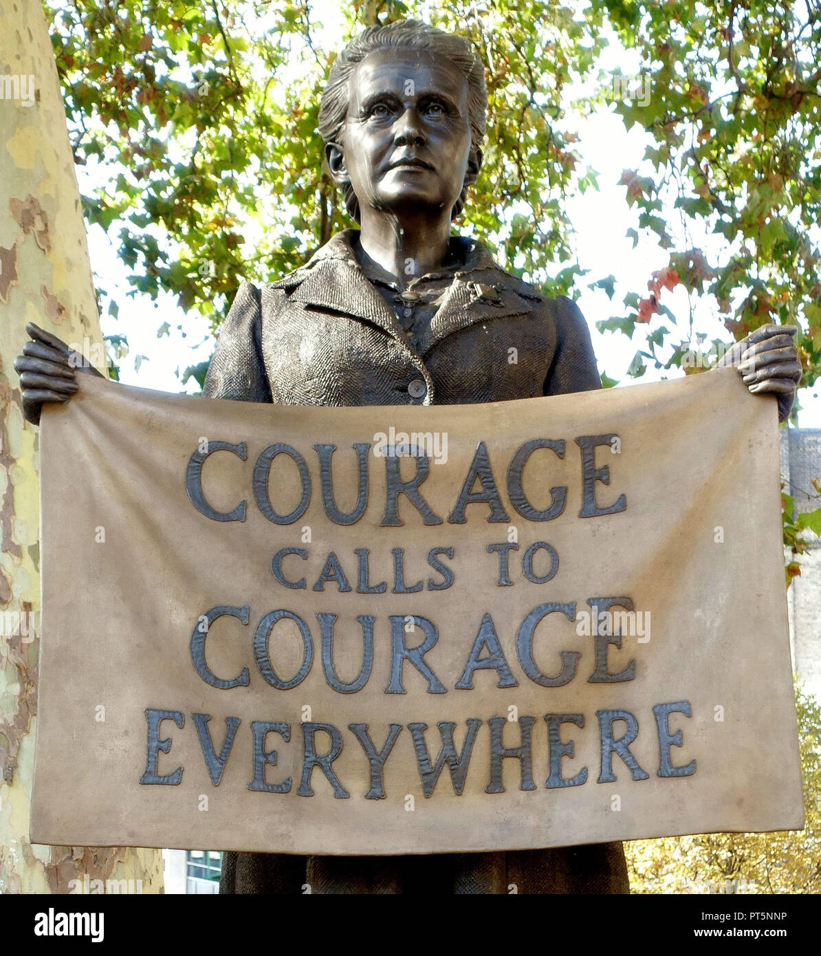 Statue of suffragist Millicent Fawcett by Gillian Wearing in Parliament Square, Westminster, London - Stock Image