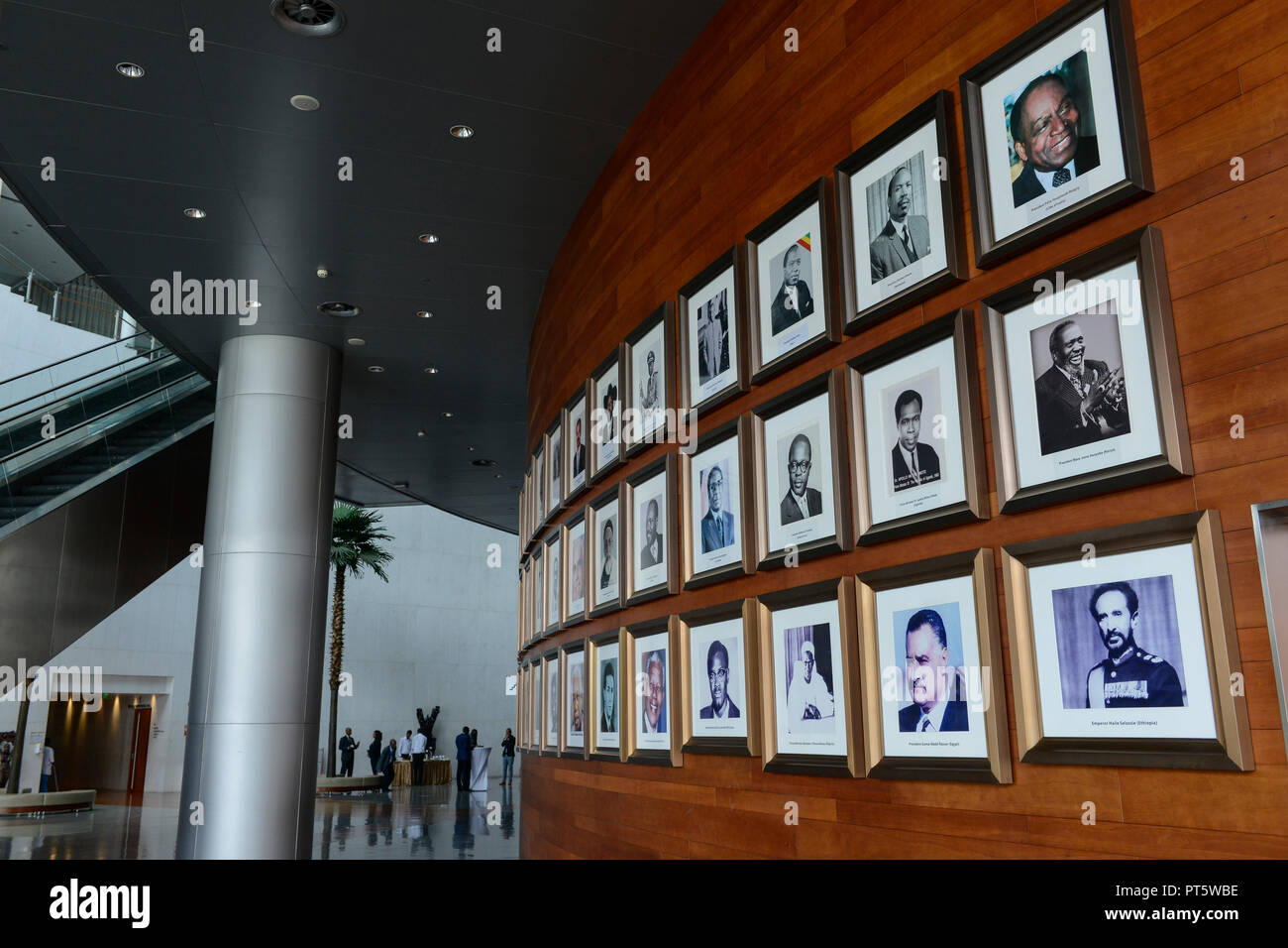 ETHIOPIA Addis Ababa, AU African Union building, wall with photos of african presidents and PM ie Haile Selassie, Nelson Mandela, Salvar Kiir Mayardit, Patrice Lumumba, Robert Mugabe / AETHIOPIEN, Addis Abeba, Gebaeude der AU Afrikanischen Union, Foyer mit Fotos afrikanischer Praesidenten und Premierminister - Stock Image