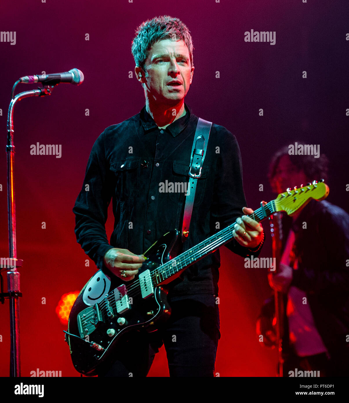 Noel Gallagher Jazzmaster.Noel Gallagher And His High Flying Birds Headlines Electric
