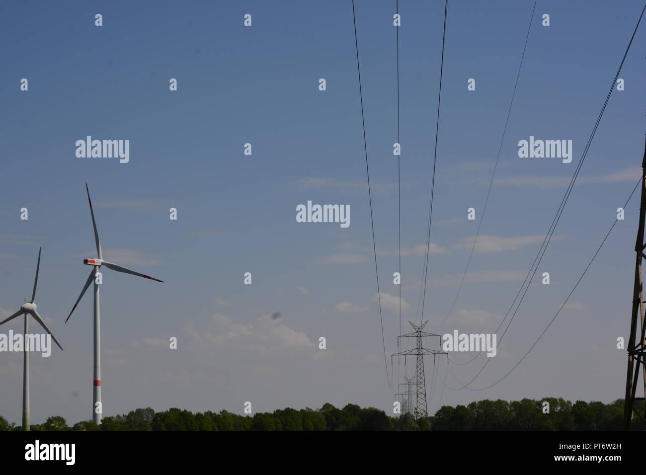 Strommast       Hintergrund      Freileitungsmast Stock Photo