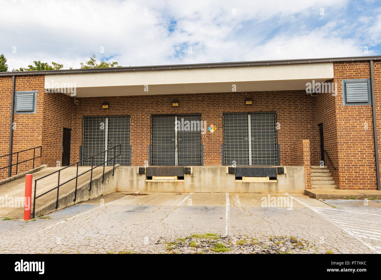 HICKORY, NC, USA-9/18/18:  A loading dock of an unoccupied industrial building. - Stock Image