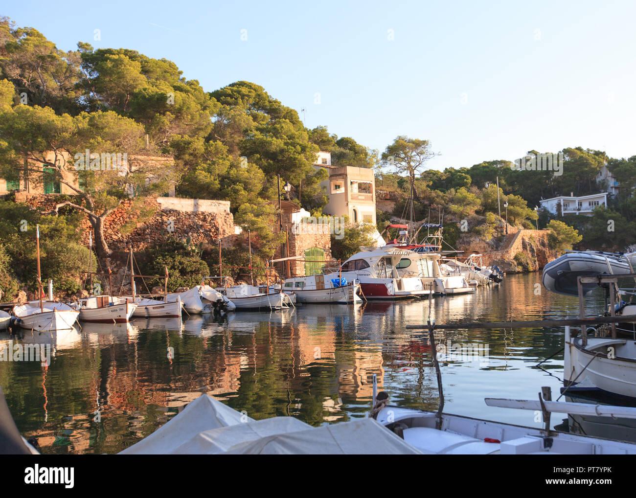 Morgens im Hafen von Cala Figuera,Santanyi, Europa, Spanien, Mallorca, Cala Figuera, Santanyi, Balearen, Spanien, Mittelmeer, - Stock Image