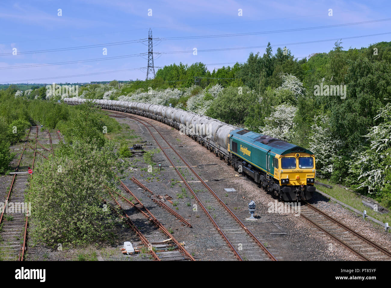 Freightliner 66620 13:15 Dewsbury Blue Circle to Hope (Earles Sidings) cement - Healey Mills. May 15th 2018. - Stock Image
