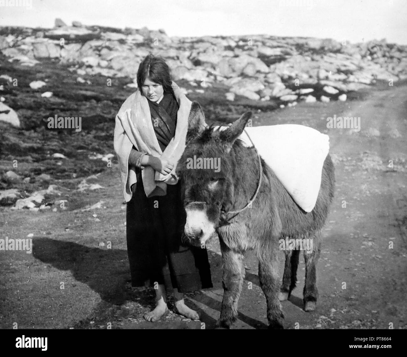 Carrying flour, Gorumna, West of Ireland, early 1900s - Stock Image