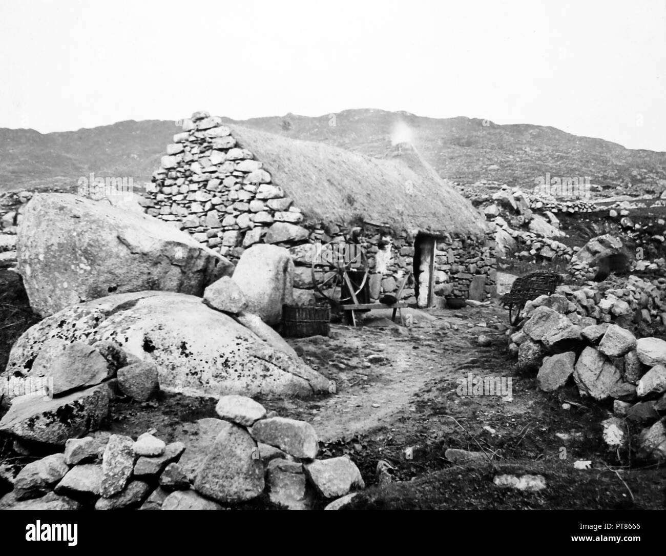 Cottage at Roundstone, West of Ireland, early 1900s - Stock Image