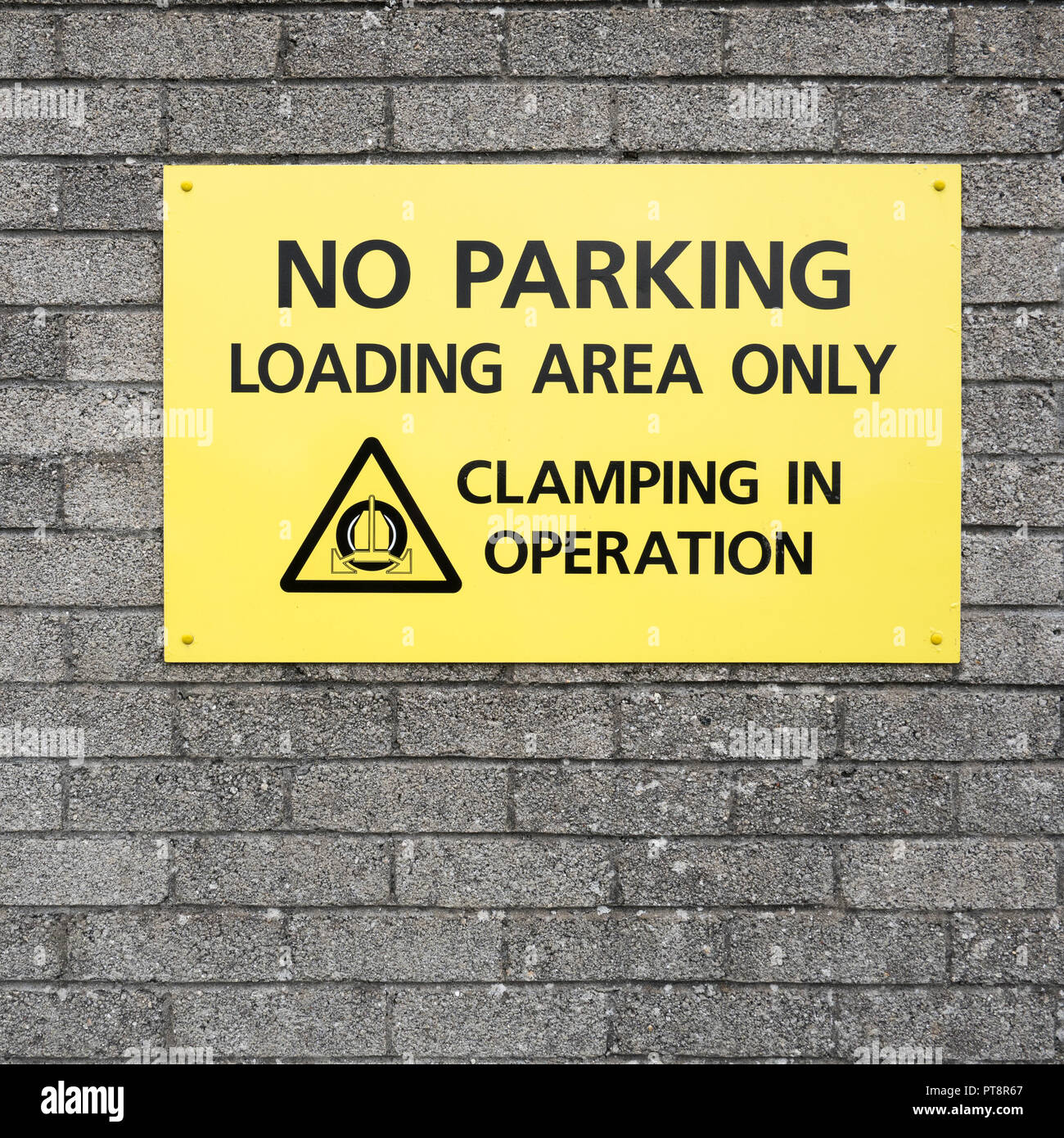 No Parling / Loading area warning sign. - Stock Image