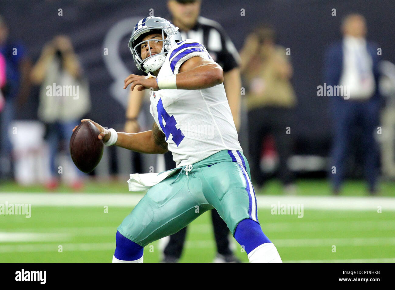 Houston, Texas, USA. 7th Oct, 2018. Dallas Cowboys quarterback Dak Prescott (4) reaches back to make a pass into the end zone on the final play of the fourth quarter of the NFL regular season game between the Houston Texans and the Dallas Cowboys at NRG Stadium in Houston, TX on October 7, 2018 Credit: Erik Williams/ZUMA Wire/Alamy Live News - Stock Image