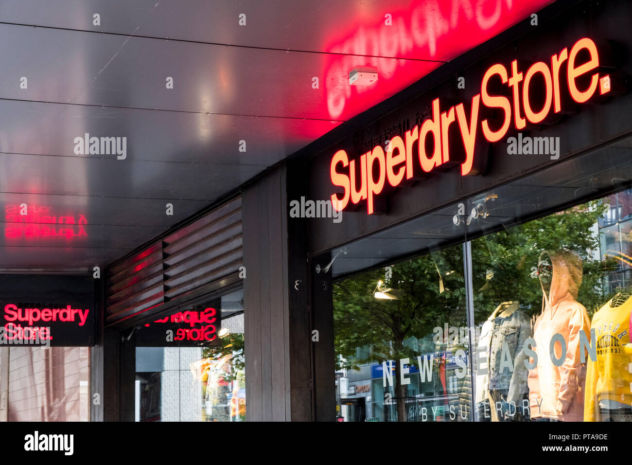 buy online 2aac2 a0127 Superdry Shops Stock Photos & Superdry Shops Stock Images ...