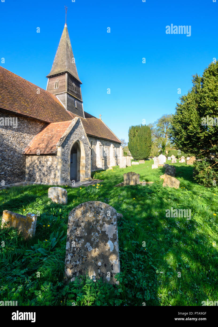 Thame, England, UK - April 18, 2015: Spring sunshine on the church, spire and graveyard of St Mary's Church in Sydenham, near Thame, Oxfordshire. - Stock Image