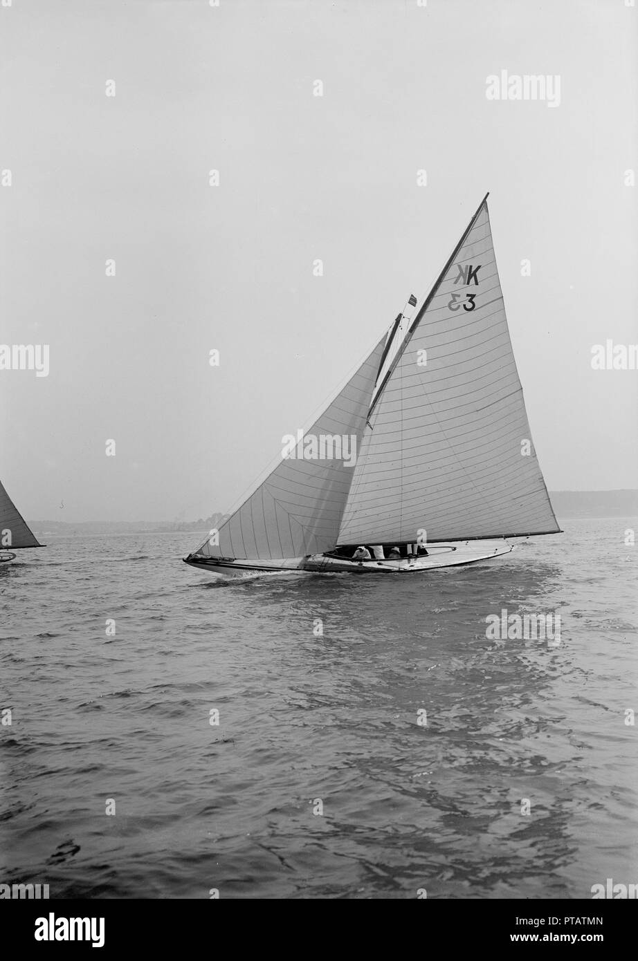 The 7 Metre 'Ancora' (K3) sailing close-hauled, 1913. 'Ancora' went on to win gold medal in the 1920 Antwerp Olympics. - Stock Image