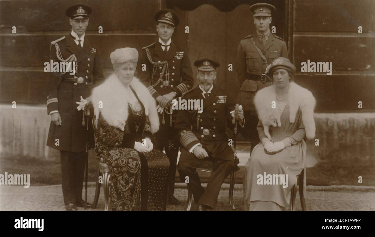 'H.R.H. The Duke of York, H.R.H. The Prince of Wales, H.R.H. Prince Henry, H.M. The Queen, H.M. The  Creator: Vandyk. Stock Photo