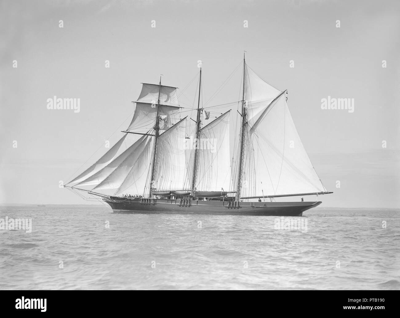 Auxiliary sailing ship 'Garina' under sail, 1911. - Stock Image