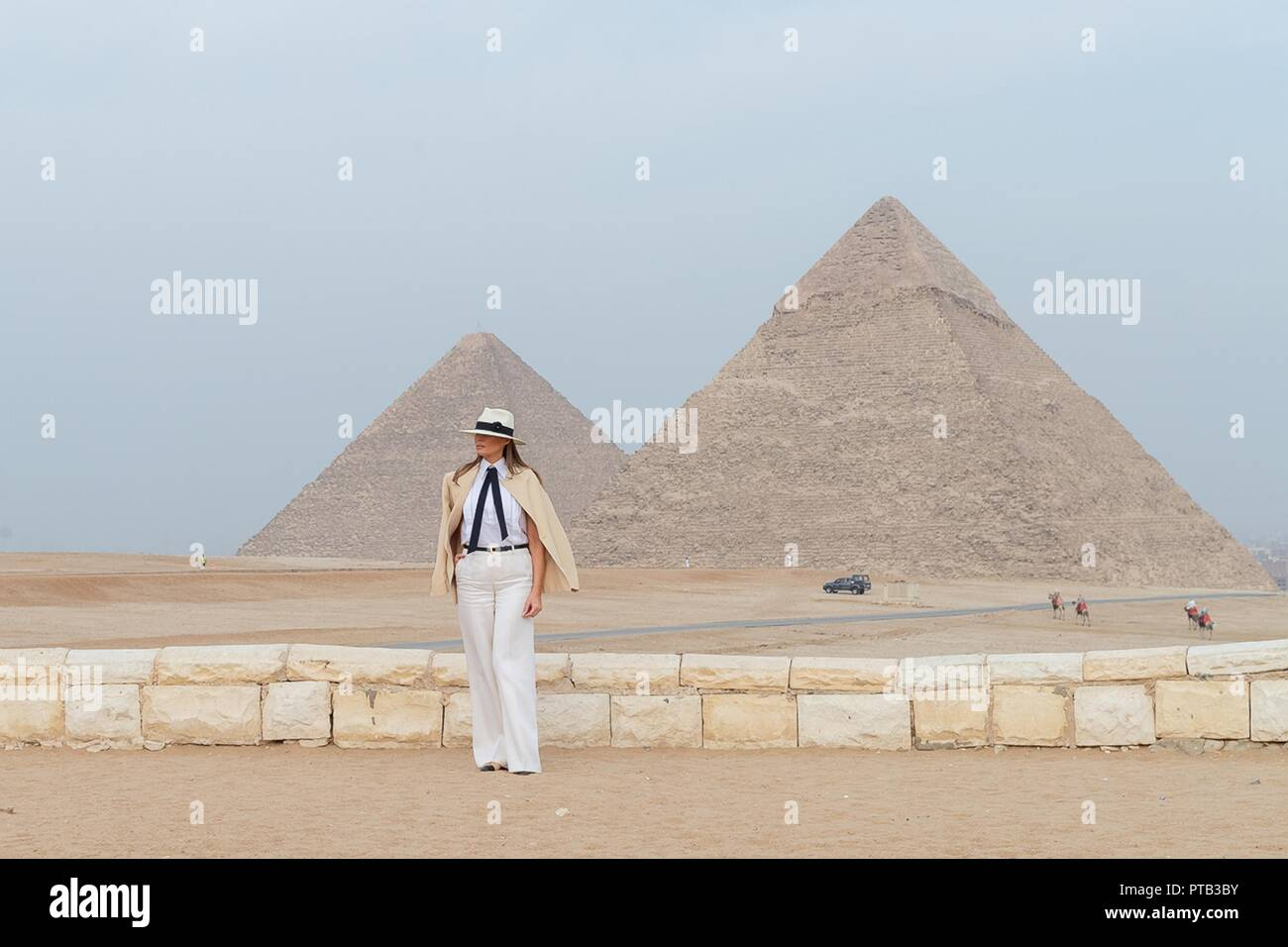 2d939ec8c01443 U.S First Lady Melania Trump stands in front of the Giza Pyramids October  6, 2018