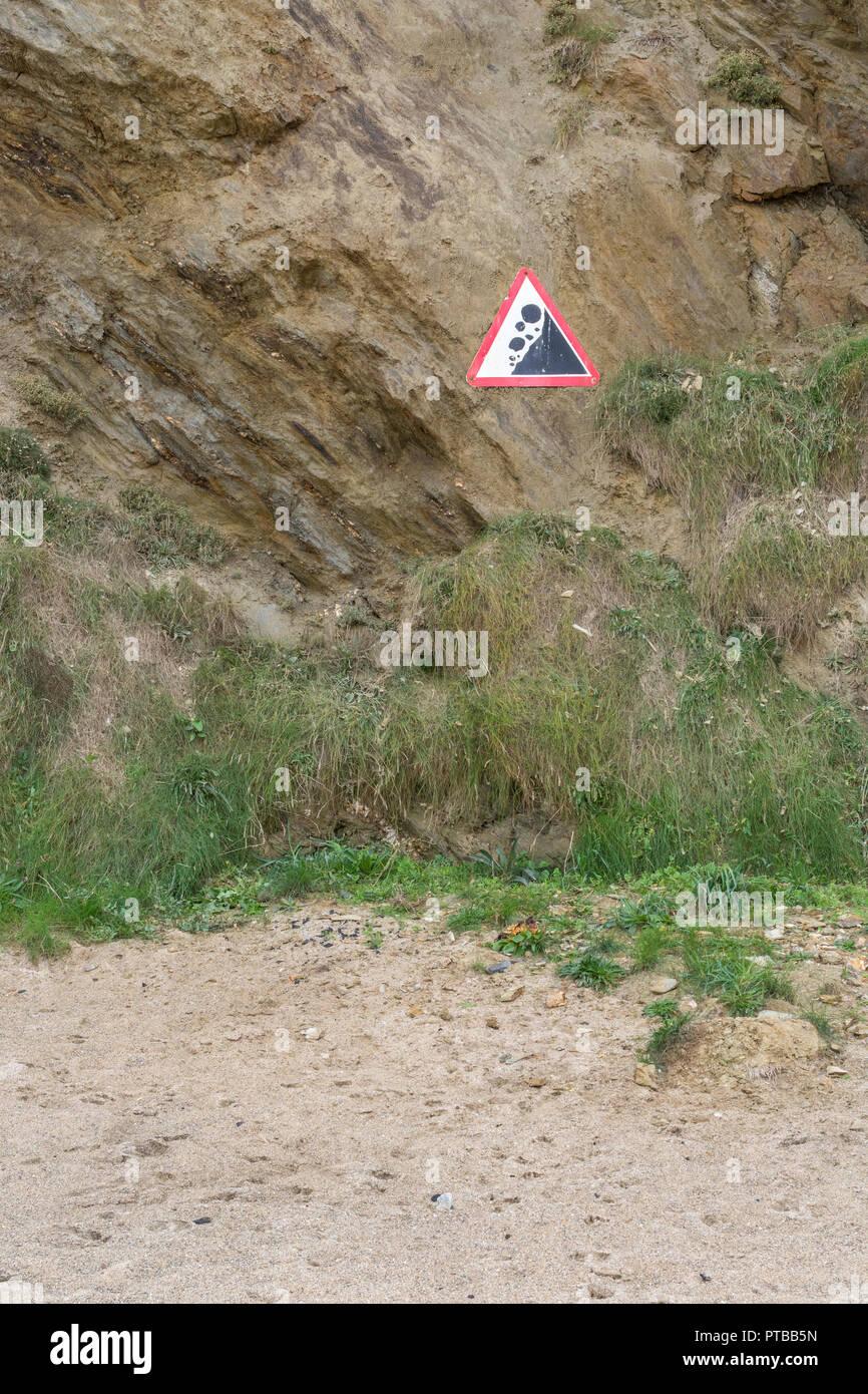 Dangerous cliffs / falling rocks warning sign at Newquay, Cornwall. - Stock Image