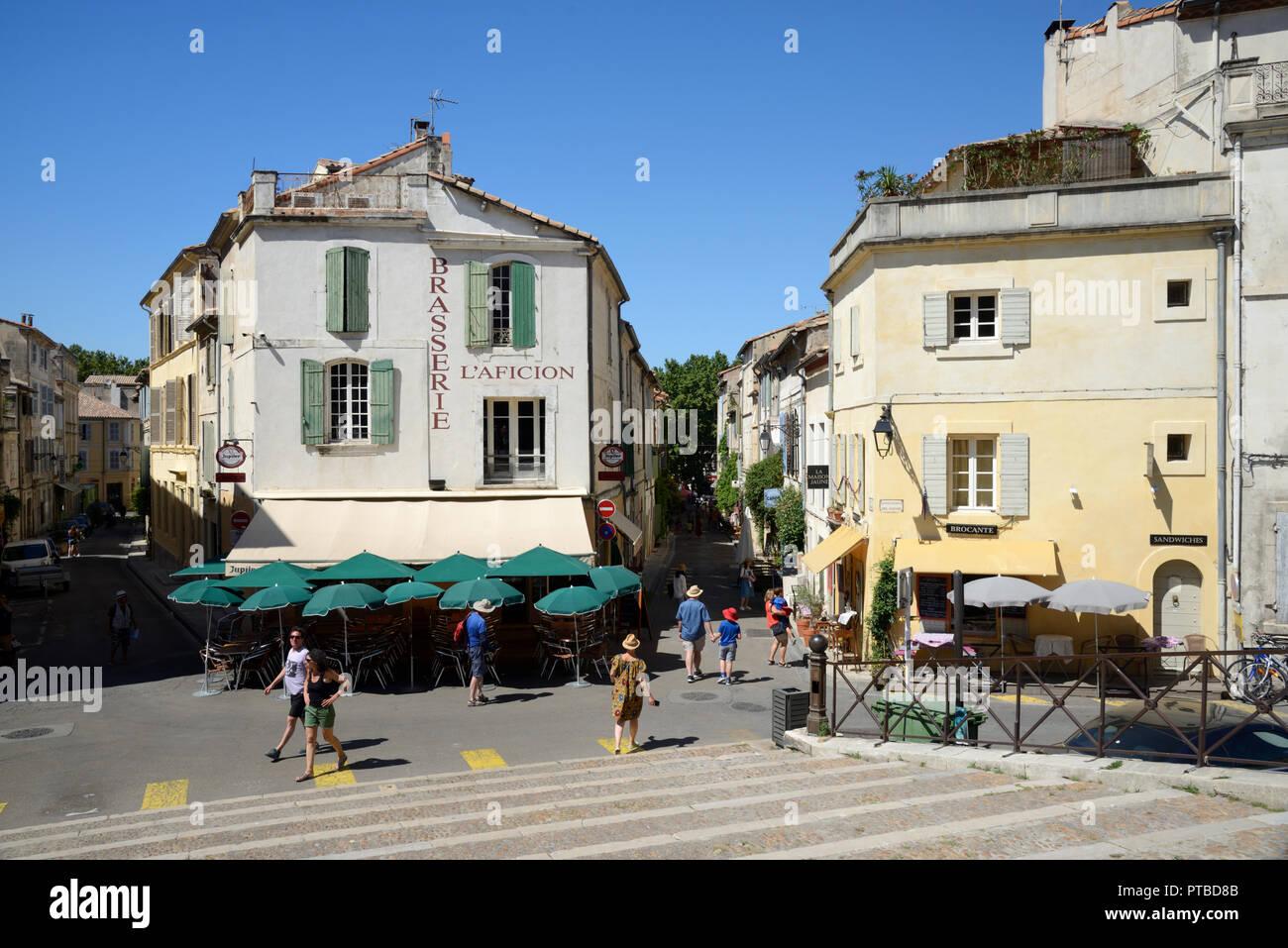 Street Cafes, Sidewalk Cafe, Pavement Cafe & restaurants on Town Square Arles Provence France - Stock Image