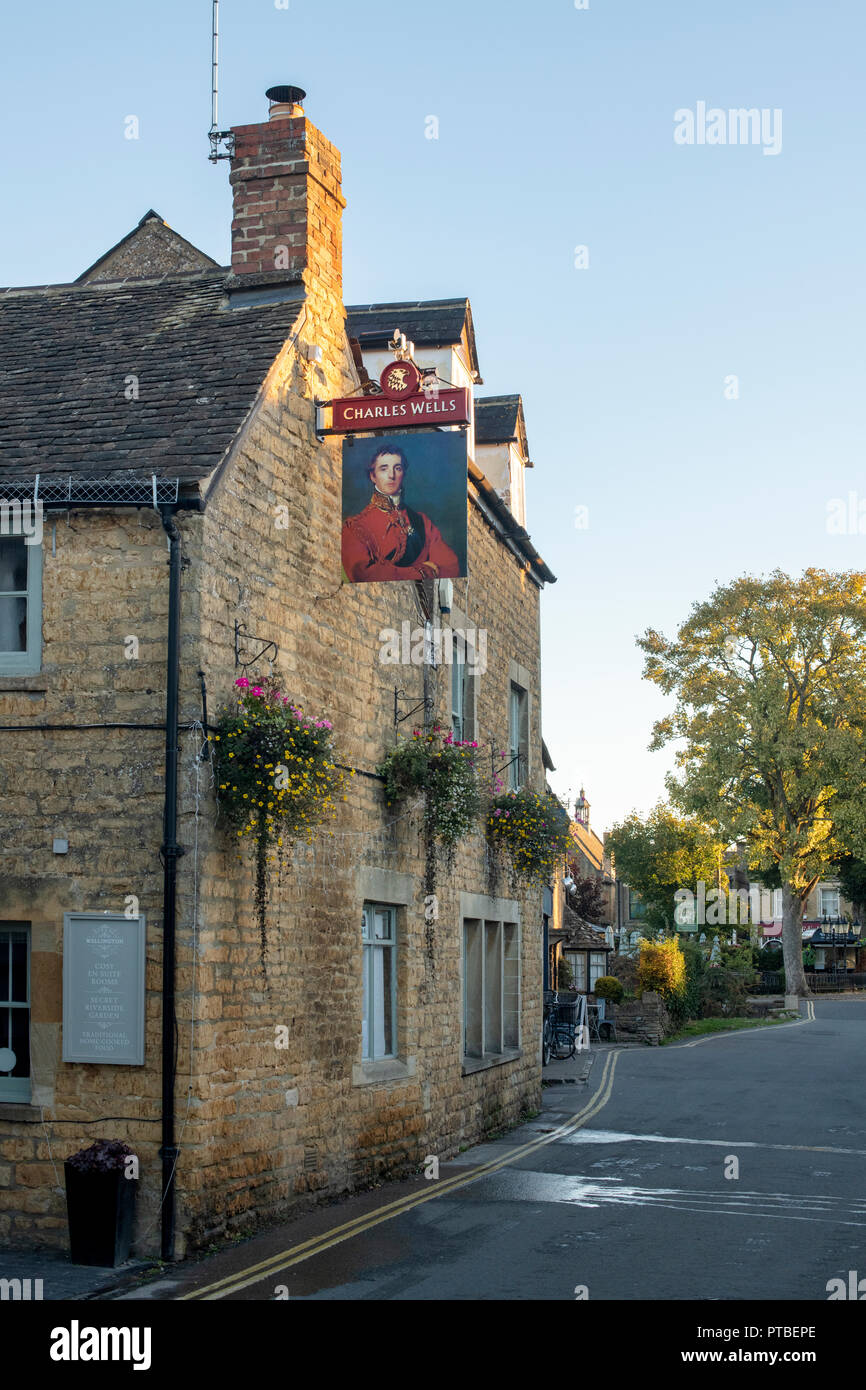Duke of wellington pub sign in the early morning in autumn. Bourton on the Water, Cotswolds, Gloucestershire, England - Stock Image