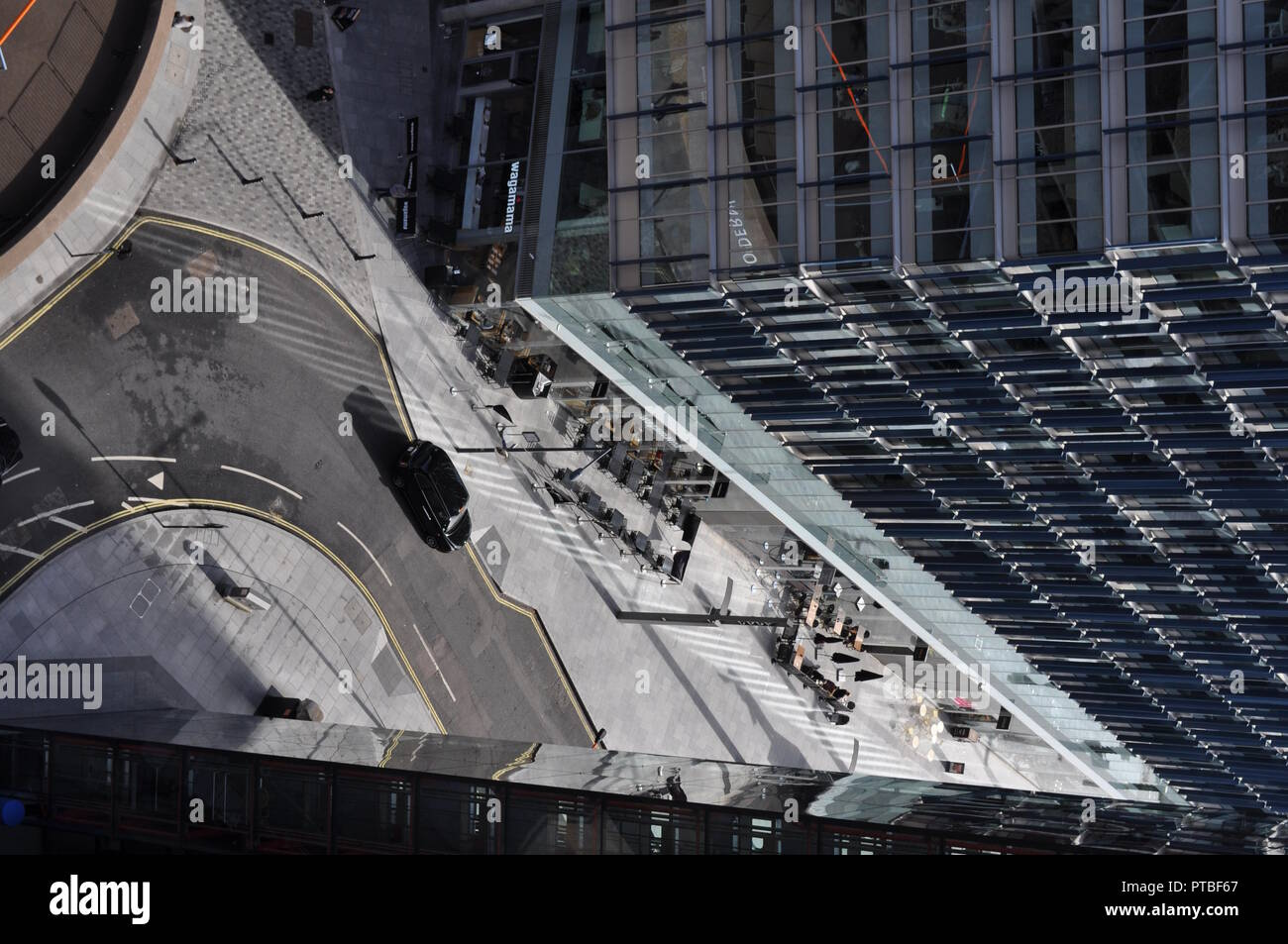 London, UK. Oct, 2018: View from tenth floor Blavatnik Building, looking down at streets below, street scenes, aerial view. Credit: Katherine Da Silva - Stock Image