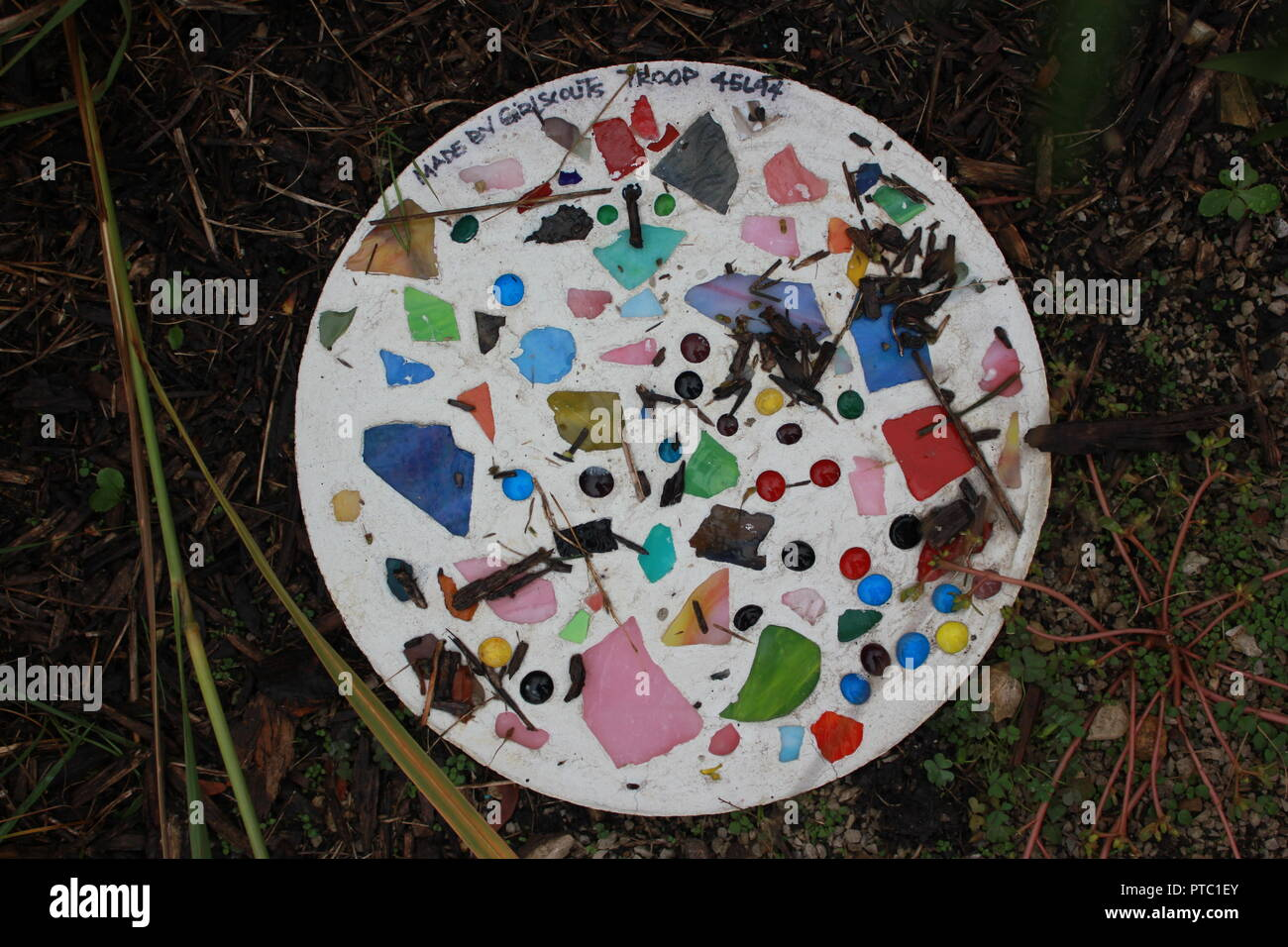 Community garden stepping stone craft created by the local Girl Scout Troop. - Stock Image