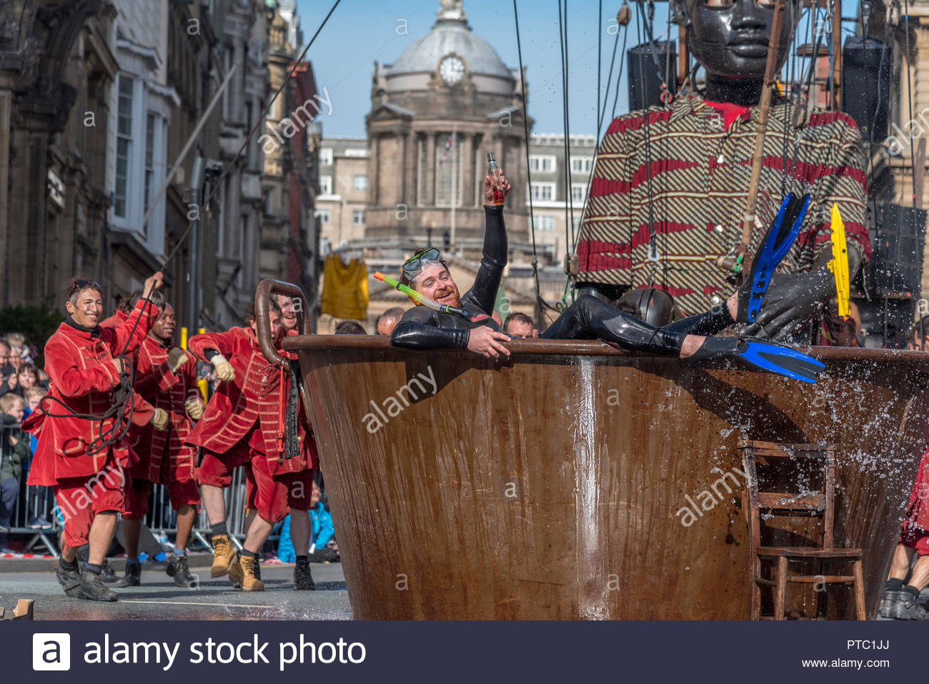Royal De Luxe Giants visit Liverpool for the last time. - Stock Image