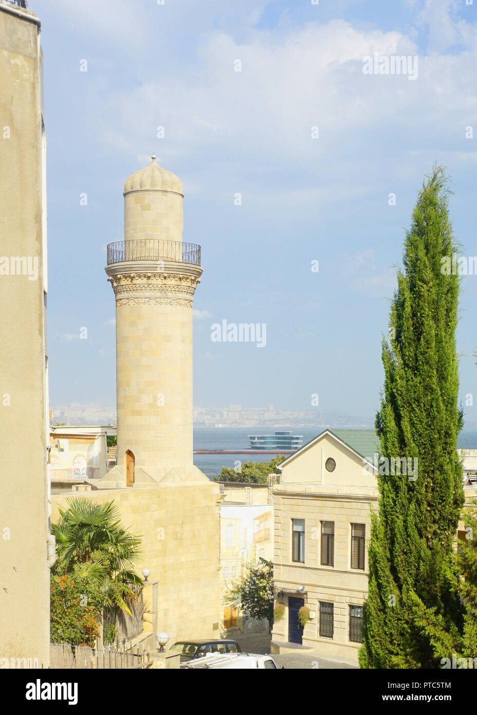 Lonely Mosque Minaret in Baku with Caspian Sea View - Stock Image