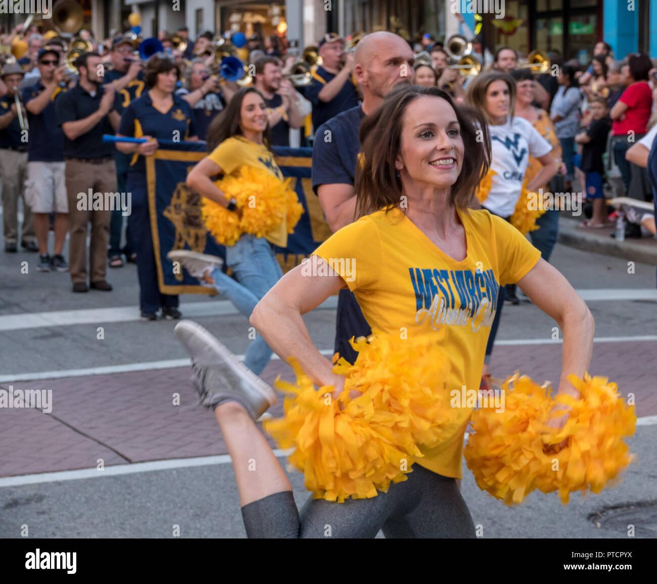 WVU Alumni cheer leading troupe in Morgantown WV - Stock Image
