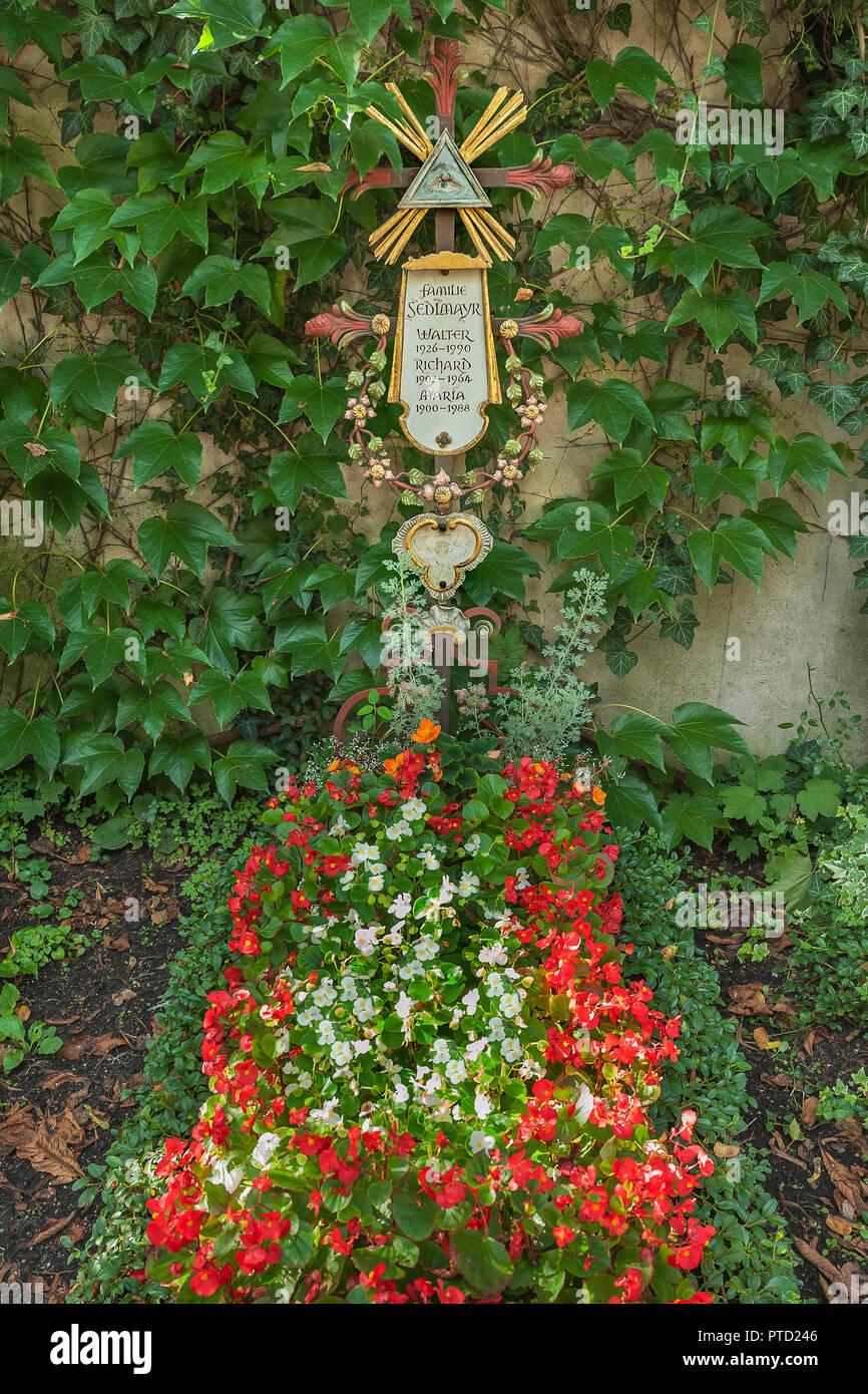 Family grave, Sedlmayr family, actor, cemetery of the catholic branch church St. Georg, Bogenhausen, Munich, Upper Bavaria - Stock Image
