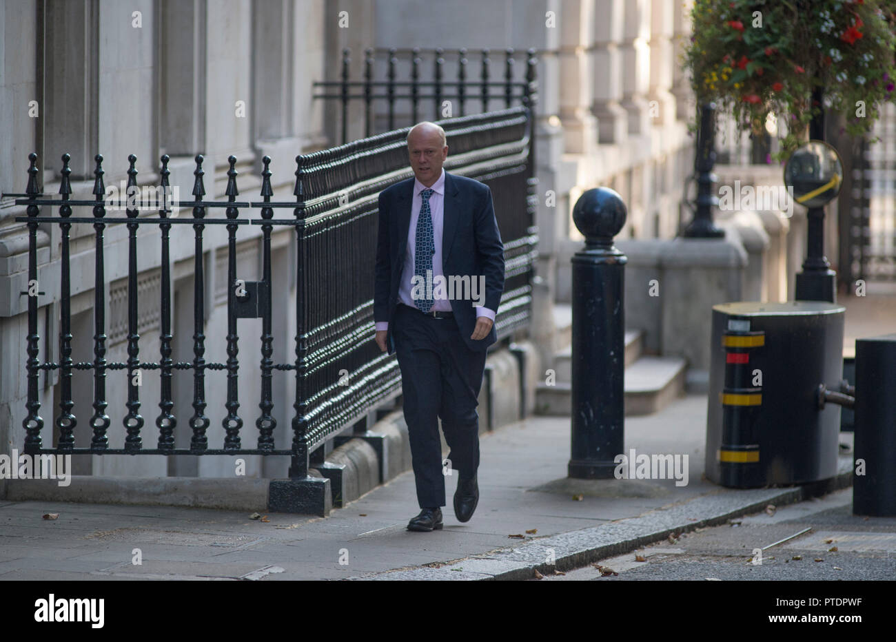 Downing Street, London, UK. 9 October 2018. Chris Grayling, Secretary of State for Transport in Downing Street for weekly cabinet meeting. Credit: Malcolm Park/Alamy Live News. - Stock Image
