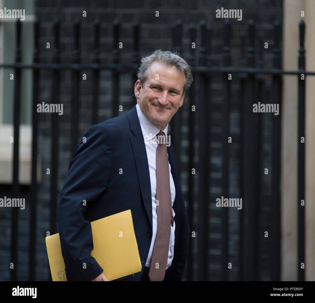 Downing Street, London, UK. 9 October 2018. Damian Hinds, Secretary of State for Education, in Downing Street for weekly cabinet meeting. Credit: Malcolm Park/Alamy Live News. - Stock Image