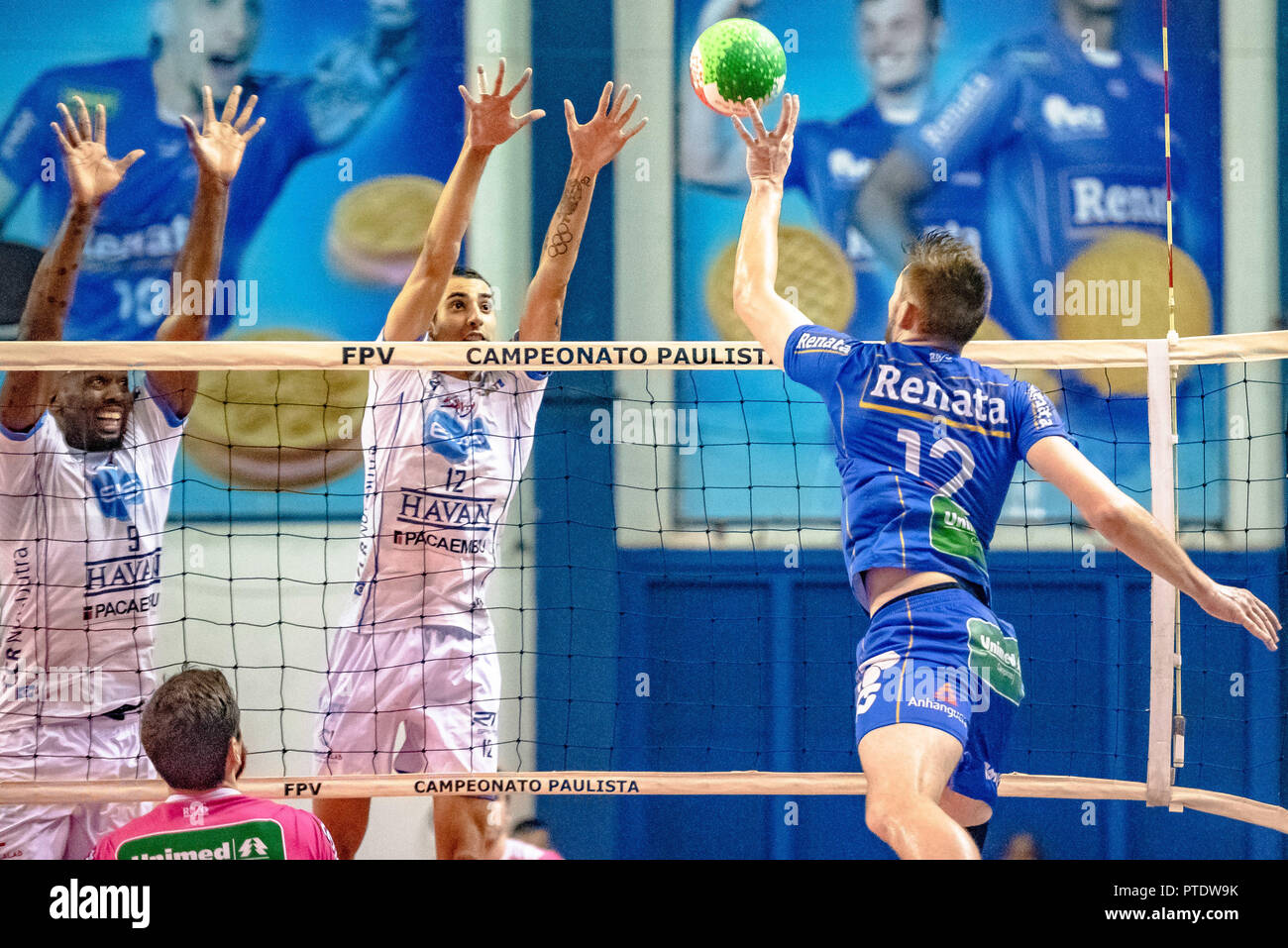 Campinas, Brazil. 08th Oct, 2018. finals of the Paulista Men'sleyballball Championship held in Campinas, at the Taquaral Gymna starting on Monday (8) and finishing in the the first minutes this Tuesday (9). Credit: Fabio Leoni/FotoArena/Alamy Live News - Stock Image