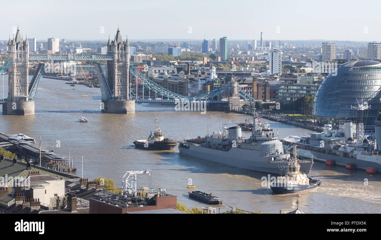 London, UK. 9th October, 2018. The Brazilian navy training ship Brasil U27 pictured under Tower Bridge in the afternoon sunshine at the end of a visit to the capital. The ship is 129.2 m /423 ft 11 in long and is usually makes an annual Autumn visit to London with officers in training aboard. Rob Powell/Alamy Live NewsStock Photo