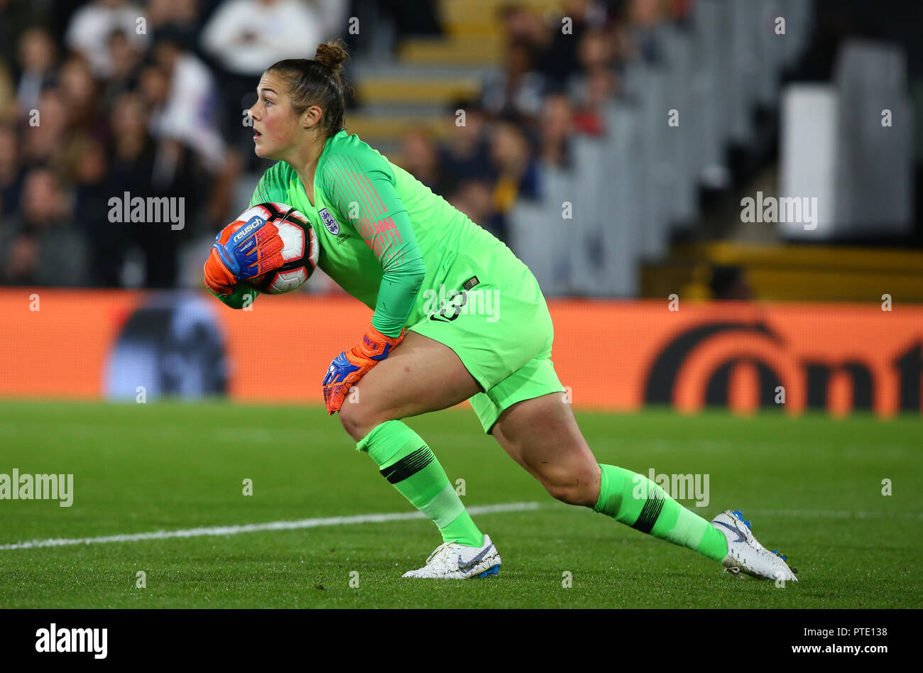 London, UK. October 09 2018. Mary Earps of England during International Women friendly between England Women( The Lionesses) and Australia Women ( Matidas) at Craven Cottage Stadium, London , England on 09 Oct 2018.  Credit: Action Foto Sport/Alamy Live News Stock Photo