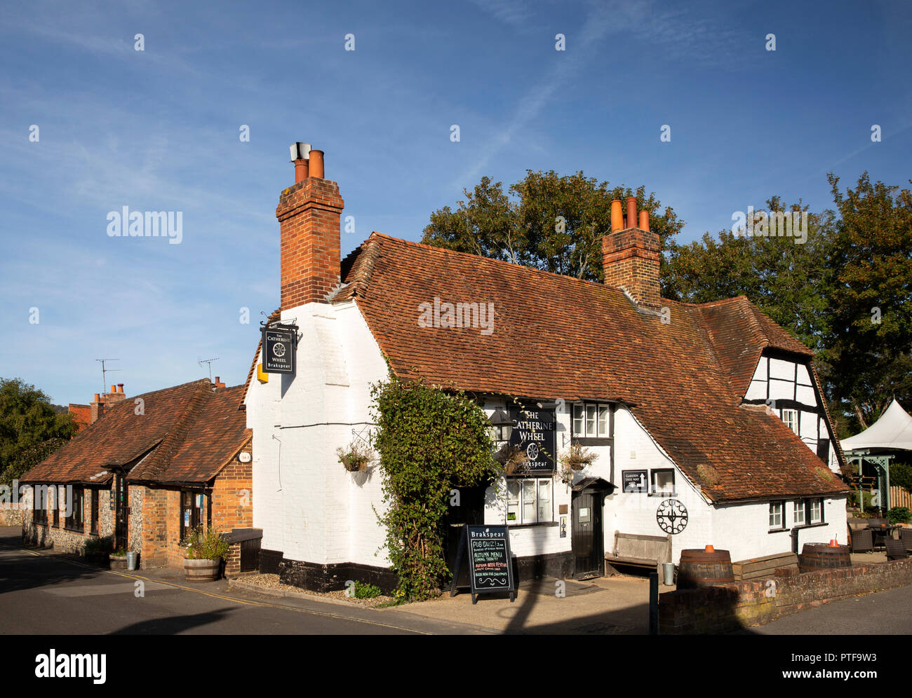 England, Berkshire, Goring on Thames, Station Road, Catherine Wheel pub with Forge bar in former smithy - Stock Image